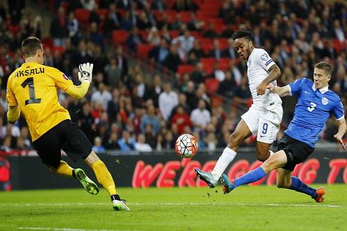 Sterling ấn định chiến thắng 2-0 trước Estonia