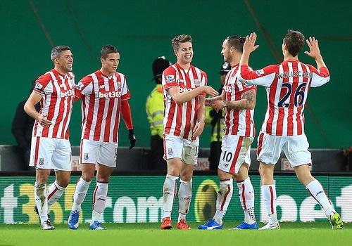 Stoke City vui mừng vào bán kết sau 43 năm