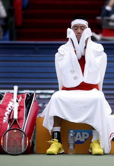 Kei Nishikori tranh thủ nghỉ ngơi theo kiểu Sanmurai khi đối đầu cùng Nick Kyrgios