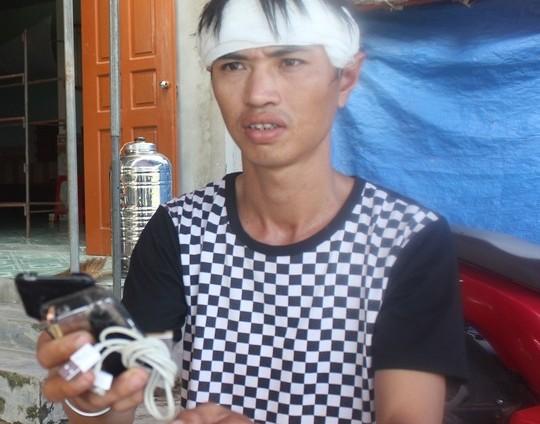 Anh Lê Văn Quân (chồng chị Liên) đau đớn trước cái chết đột ngột của vợ
