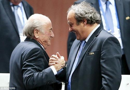 Từng là đồng minh, Blatter và Platini có khả năng đánh mất tất cả vì bóng đá