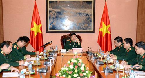 Đại tướng Phùng Quang Thanh và đại diện chỉ huy một số cơ quan Bộ Quốc phòng, Tổng cục Chính trị tại cuộc điện đàm