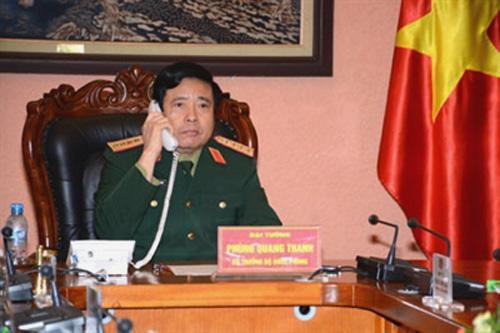 Bộ trưởng Phùng Quang Thanh đang điện đàm với Bộ trưởng Quốc phòng Trung Quốc