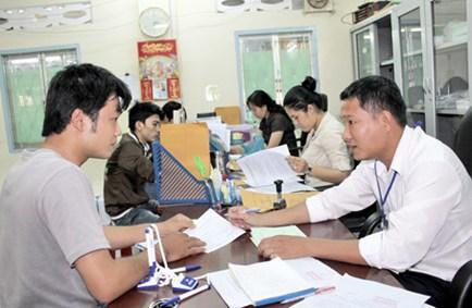 Người lao động tại TP HCM làm thủ tục hưởng trợ cấp thất nghiệp
