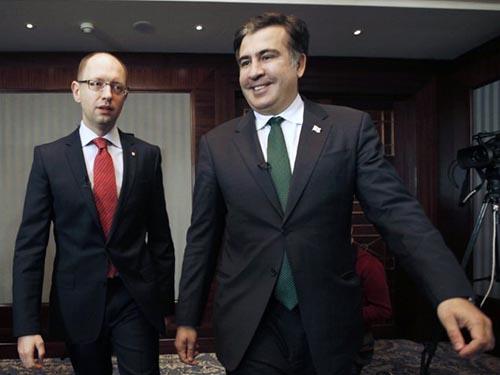 Thống đốc Mikhail Saakashvili (phải) và Thủ tướng Arseniy Yatsenyuk Ảnh: UNIAN