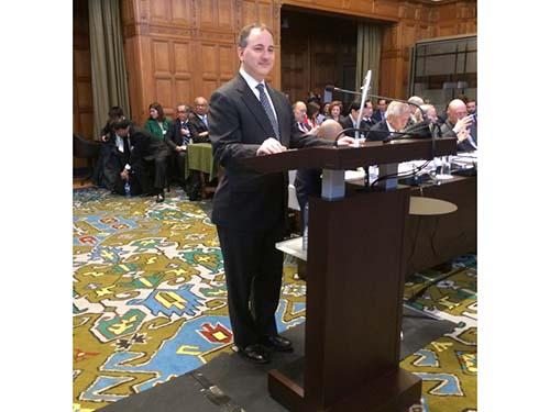 Luật sư Andrew Loewenstein tại phiên điều trần Ảnh: Văn phòng người phát ngôn Tổng thống Philippines