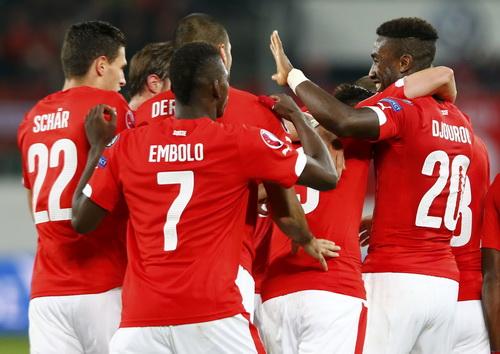 Thụy Sĩ vui mừng với chiến thắng 7-0, giành vé vào VCK Euro 2016