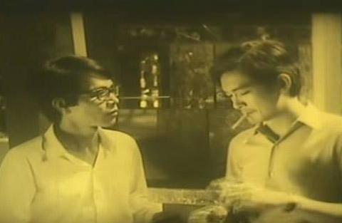 Thành Lũy (trái) và Nguyễn Chánh Tín trong phim ván bài lật ngửa. Ảnh: Tư liệu