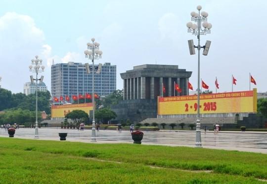 Toà nhà số 8B Lê Trực nhìn từ Quảng trường Ba Đình - Ảnh: Nguyễn Hưởng