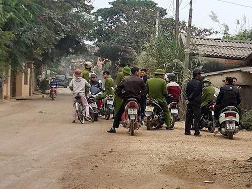 Lực lượng công an được huy động chốt chặn ở các tuyến đường quan trọng để truy tìm phạm nhân trốn trại ở Thanh Hóa