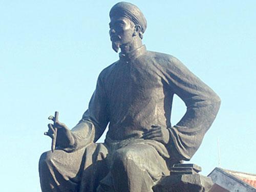 Tượng Nguyễn Du đặt tại khu lưu niệm đại thi hào ở làng Tiên Điền, huyện Nghi Xuân, tỉnh Hà Tĩnh Ảnh: Xuân Dung