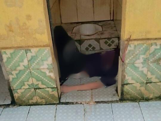 Người đàn ông tử vong bất thường trong nhà vệ sinh công cộng