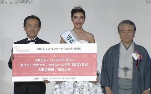 Thúy Vân được vinh danh là Á hậu 3 của cuộc thi Hoa hậu Quốc tế 2015. Ảnh cắt màn hình
