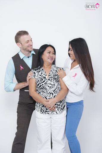 Vợ chồng Phương Vy và mẹ của cô trong bộ ảnh mới