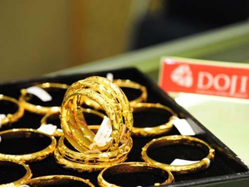Giá vàng trong nước hiện cao hơn thế giới 4,2 triệu đồng/lượng