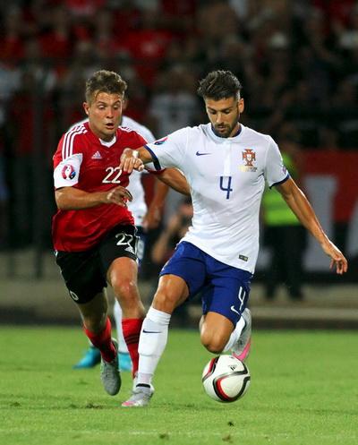 ... nhưng Veloso mới là tác giả bàn thắng duy nhất phút bù giờ trước Albania