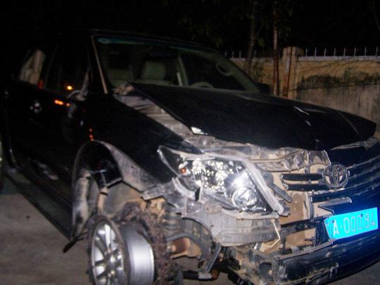 Chiếc xe BKS 82A- 000.84 mà ông Trần Quang Hùng điều khiển gây tai nạn liên hoàn