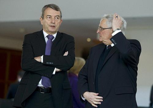 Nhà riêng của chủ tịch DFB Niersbach (trái) và cựu chủ tịch Zwanziger cũng bị khám xét