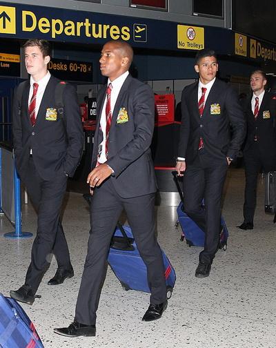 Ashley Young và đồng đội chuẩn bị đến Hà Lan cho trận mở màn Champions League
