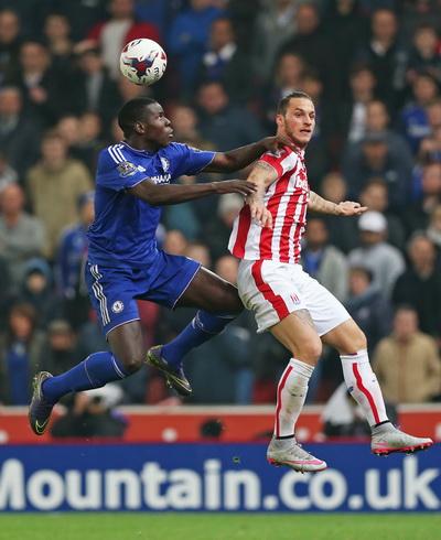 Arnautovic tấn công trước hàng thủ Chelsea
