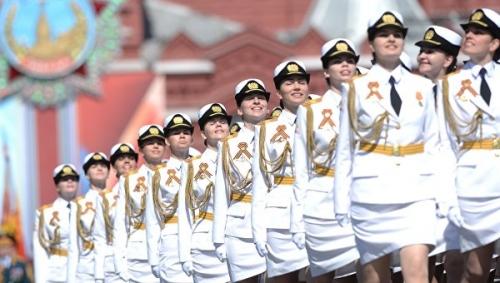 Đây là lần đầu tiên những nữ quân nhân Nga tham gia diễu binh trên Quảng trường Đỏ mừng Ngày Chiến thắng. Ảnh: Sputnik