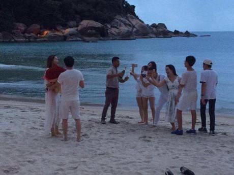 Bức ảnh được cho là Chu Đăng Khoa cầu hôn Hồ Ngọc Hà