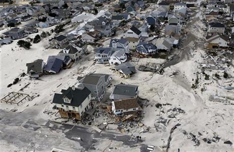Nước biển tăng làm xuất hiện bão lũ nhiều hơn. Trong ảnh là siêu bão Sandy tàn phá khu vực Ortley Beach, bang New Jersey - Mỹ năm 2012. Ảnh: AP