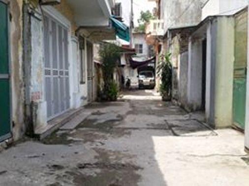 Con hẻm phường Yên Hòa, nơi xảy ra vụ việc nhóm côn đồ truy sát một thanh niên tới tử vong
