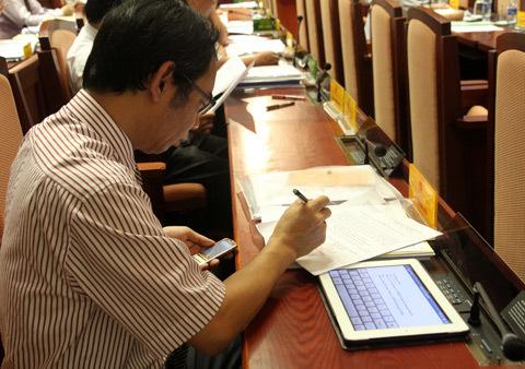 Lãnh đạo đứng đầu các Sở, ban nghành Hà Nội sẽ được trang bị máy tính bảng và smartphone - Ảnh: VNE