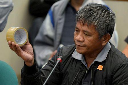 Sát thủ Edgar Matobato làm chứng chống lại Tổng thống Duterte. Ảnh: REUTERS