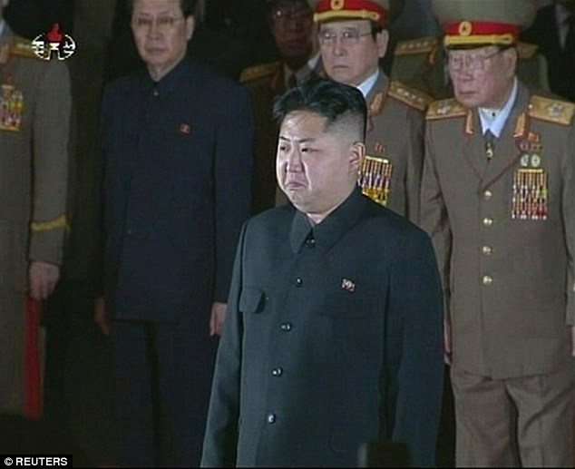 Lãnh đạo Kim Jong-un tại đám tang của cha vào cuối năm 2011... Ảnh: Reuters