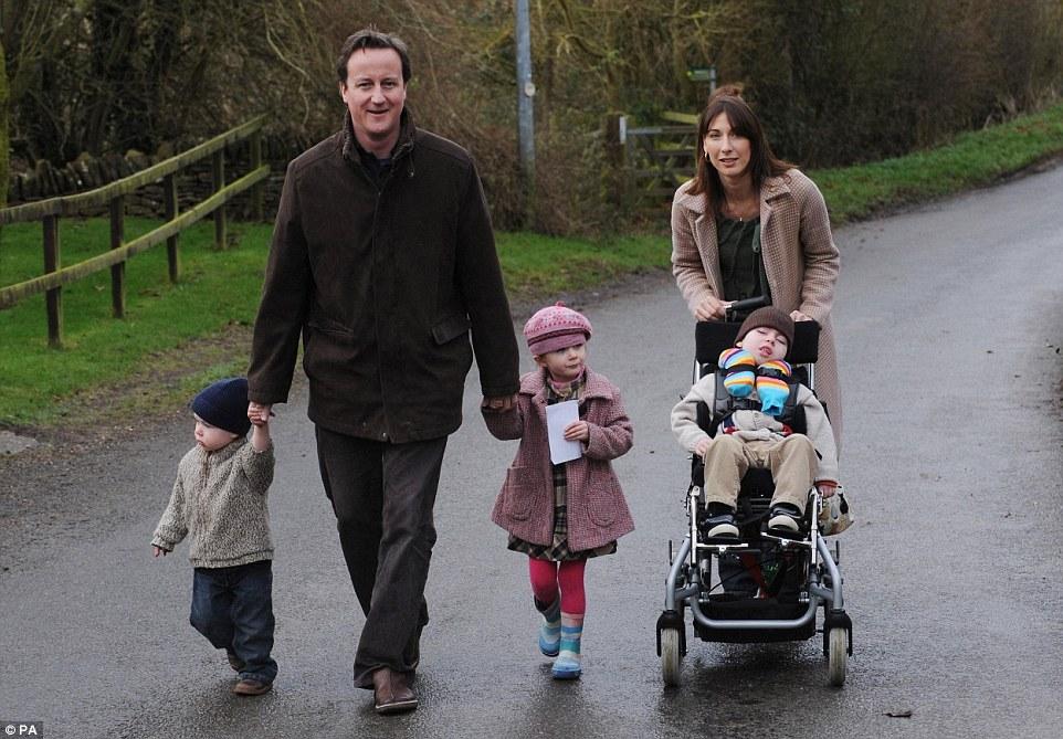 Gia đình ông Cameron trong tấm ảnh chụp năm 2007. Ảnh: PA