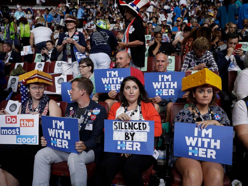 Những người ủng hộ bà Clinton tại đại hội. Ảnh: AP