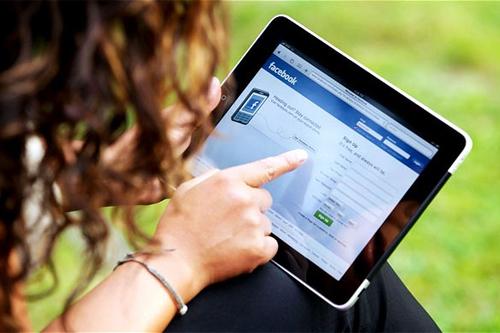 Gia đình bà Bush mất vài tháng mới lấy được Apple ID trên iPad. Ảnh minh họa:Telegraph.