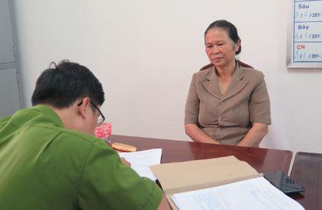 Nguyễn Thị Hoa đầu thú tại cơ quan Công an sau 11 năm trốn truy nã.