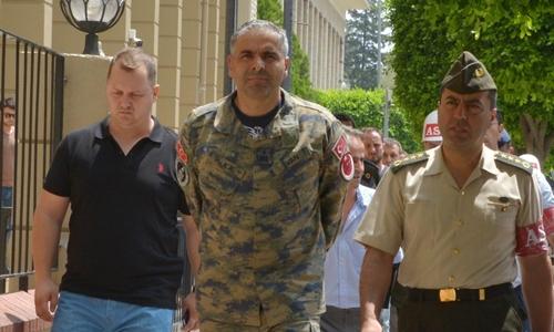 Tướng Bekir Ercan Van (giữa), chỉ huy căn cứ không quân Incirlik của Thổ Nhĩ Kỳ. Ảnh: Sendika
