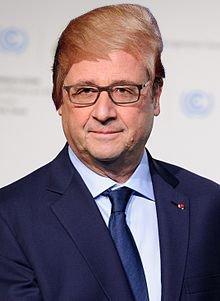 Cư dân mạng chế những kiểu tóc mới cho Tổng thống Pháp. Ảnh: Twitter