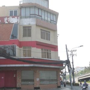 2 năm qua, Burger King đã liên tiếp đóng cửa nhiều cửa hàng sau 4 năm hoạt động tại Việt Nam. Ảnh: Cửa hàng Burger King tại số 1B – 1B1 đường Cộng Hòa, phường 4, quận Tân Bình, TP HCM thông báo đóng cửa hồi giữa tháng 2/2016.