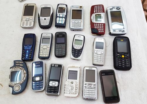 Những mẫu điện thoại ra đời cách đây đã hơn chục năm.