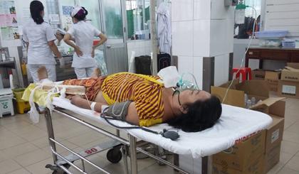 Nạn nhân đang được cấp cứu tại bệnh viện