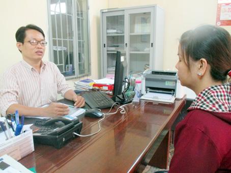 8 giờ chủ nhật 26-6, vừa tan ca chị Ng. vội tìm đến luật sư nhờ hỗ trợ pháp lý khi hay tin chồng kháng cáo lên tòa phúc thẩm.