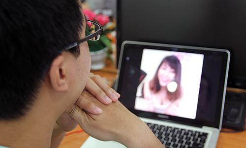 Không ít kênh live video với các hình ảnh nhạy cảm, bình luận kiếm nhã và trở thành kênh chat sex.