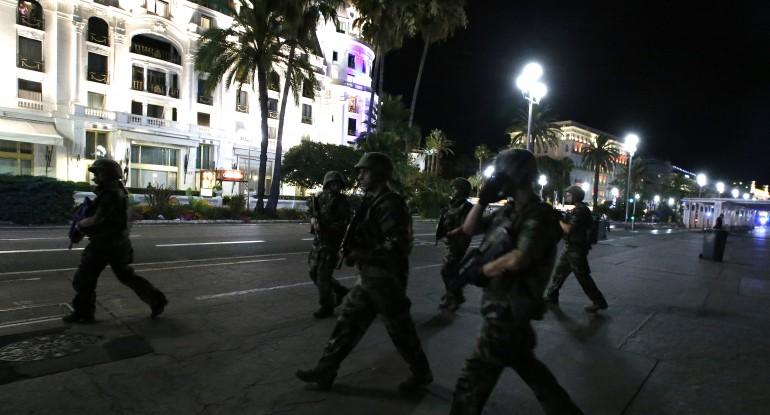 Cảnh sát được huy động ở Nice sau vụ tấn công. Ảnh: Reuters