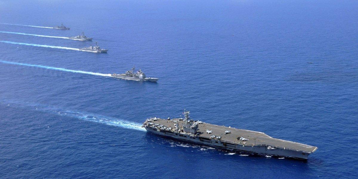 Tàu sân bay USS Nimitz (CVN 68) cùng nhiều chiến hạm khác của Mỹ hoạt động tại biển Đông trong một sứ mệnh năm 2015. Ảnh: Hải quân Mỹ công bố