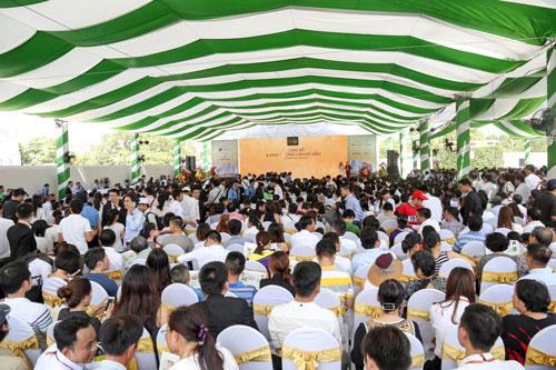 Đông đảo khách hàng tham dự lễ mở bán dự án SaigonMia