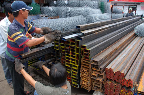 Sản phẩm thép Việt Nam chưa thể cạnh tranh với nước ngoài nếu không được bảo hộ - Ảnh: Tấn Thạnh