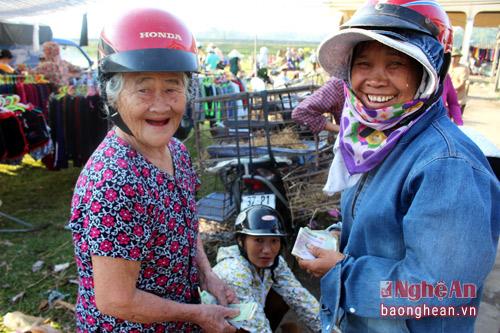 Thích thú đến chợ chó con ở Nghệ An