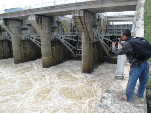 Thủy điện An Khê - Kanak từng xả lũ gây thiệt hại nặng nề cho thị xã An Khê, tỉnh Gia Lai. Ảnh: HỒNG ÁNH