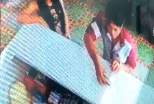 Tên Phúc cùng người phụ nữ vào thuê khách sạn được camera an ninh ghi lại