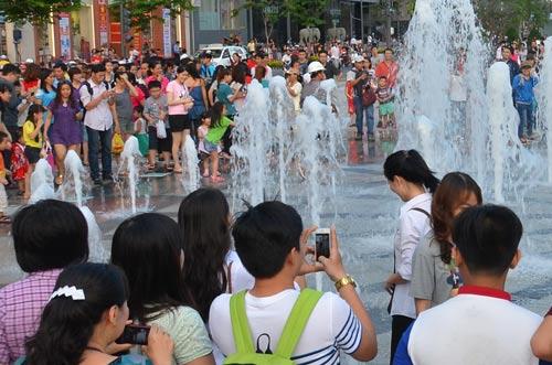 Tình trạng nghẽn mạng thường xảy ra tại khu vực tập trung đông ngườiẢnh: Tấn Thạnh